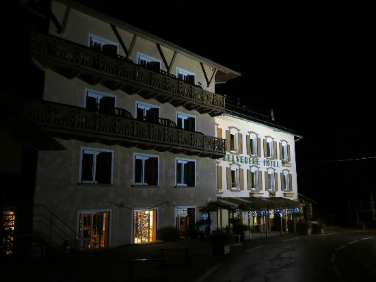 Hôtel Belvédère: Hotel bij avond