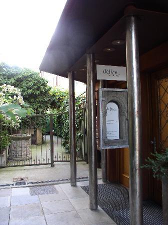 Delice Vinothek & Gastrosophie: Eingang Restaurant Délice