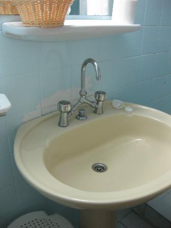 Hotel Myrto Athens: desconchones lavabo 