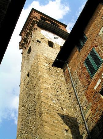 Lucca, Italië: Torre del l' Orologio - l'horloge