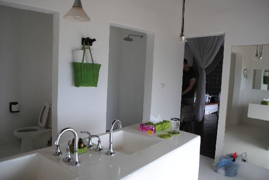 Le Reve Hotel & Spa: Master suite bathroom (Troncones)