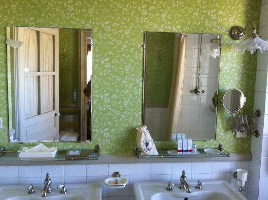 La Mirande Hotel: Beautiful green wallpaper