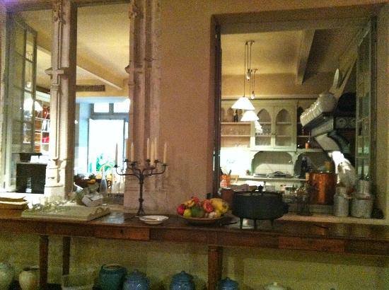 La Mirande Hotel: View of kitchen from interior windows