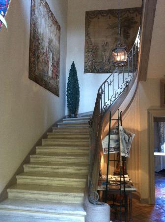 La Mirande Hotel: Main staircase