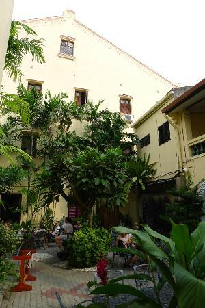 Hotel Puri courtyard