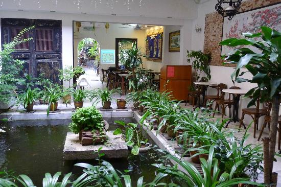 Hotel Puri: Breakfast courtyard in Puri