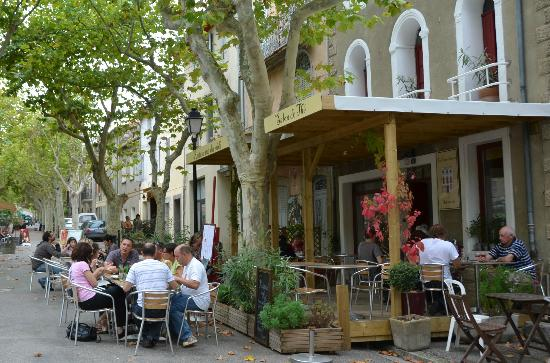 La Petite Maison : Lovely terrace at the front of the restaurant
