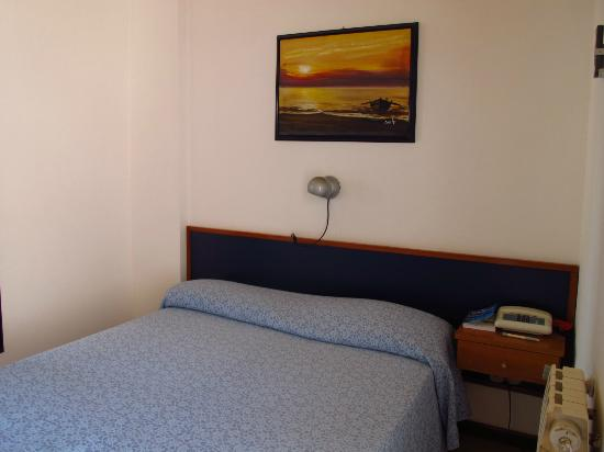 Hotel Oasis: Room