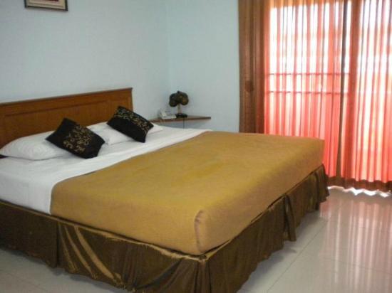 Convenient Resort: The look of my hotel romm in Bangkok
