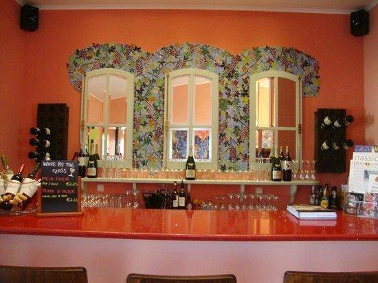 The Grape Vine: lovely looking Bar