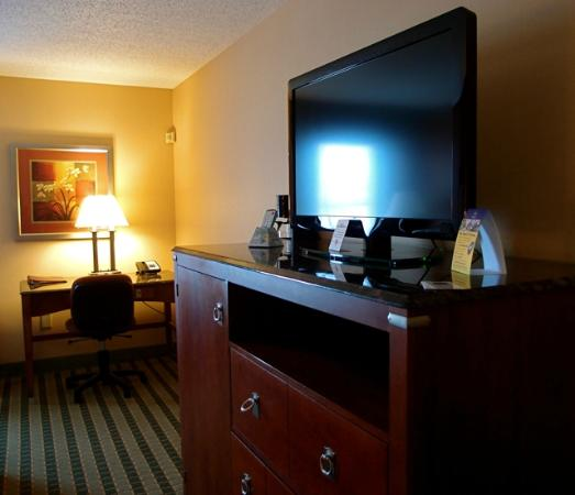 Best Western Plus Inn at Valley View: View of the work desk and the wonderful piece of furniture that held so much!