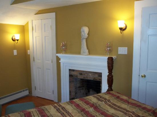 Robin's Nest Bed & Breakfast: Master Bedroom - Fireplace