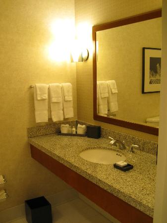 Loews Hollywood Hotel: Room 2005