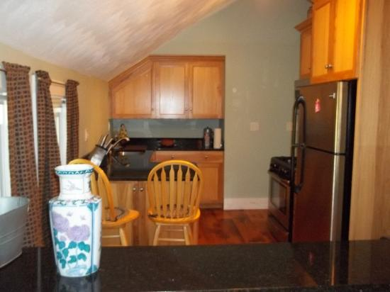 Robin's Nest Bed & Breakfast: Fully Equipped Kitchen all appliances, dishes, pots & pans