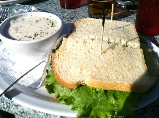Local Grill & Scoop : Chowder and a ham & Tillammook cheese sandwich