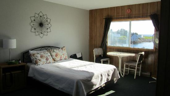 Clifty Cove Motel: Room, basic but clean and functional with great view from the window