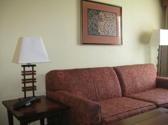 Larkspur Landing Roseville: Sofa