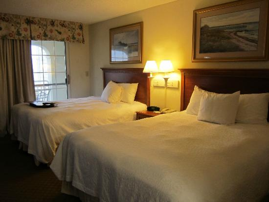 Hampton Inn & Suites Outer Banks/ Corolla: two very nice & clean beds