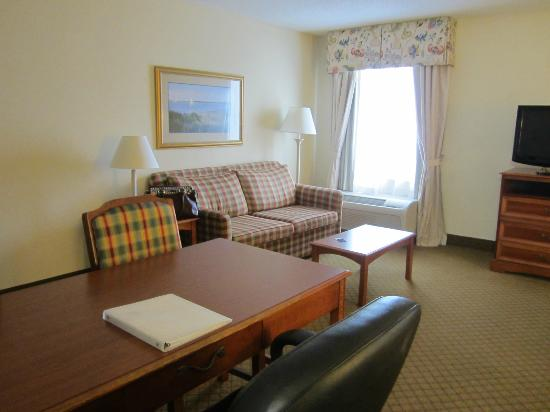 Hampton Inn & Suites Outer Banks / Corolla: Sitting area in room