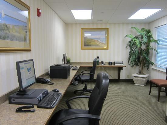 Hampton Inn & Suites Outer Banks/ Corolla: business center