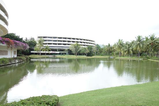Hilton Phuket Arcadia Resort & Spa: 広大な敷地