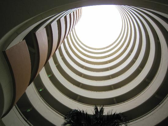 Hilton Phuket Arcadia Resort & Spa: 客室ビルディングは丸型
