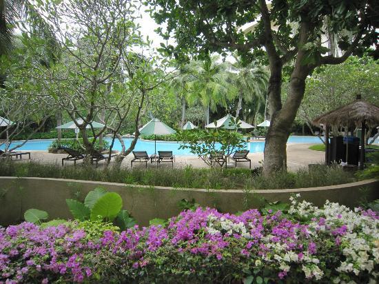Hilton Phuket Arcadia Resort & Spa : ガーデンとプールが綺麗