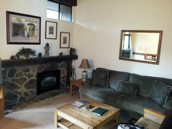 Aston Lakeland Village Beach & Mountain Resort: Living Room in Pinegrove 2 bedroom w/loft.