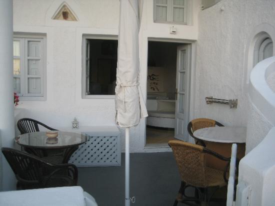 Hotel Sunny Villas: Personal patio