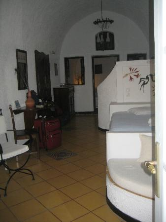 Hotel Sunny Villas: Cave suite: 2-bedroom/2-bathroom
