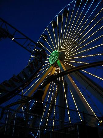 ‪‪Morey's Piers and Beachfront Water Parks‬: Ferris wheel at night