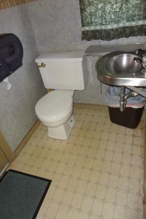 Wildlife Prairie Park: Bathroom in caboose #1