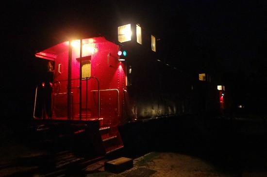 Wildlife Prairie Park: Caboose at night