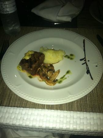 Beloved Playa Mujeres : Delicious dinner