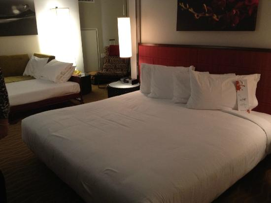 Kimpton Ink48 Hotel: King Bed plus roll away.