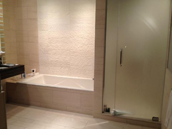 Ink48 - a Kimpton Hotel: Walk in Shower and Tub
