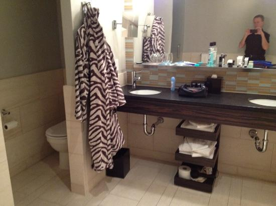 Kimpton Ink48: Dual Sink Bathroom