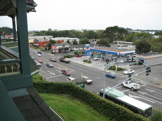 Bayview Motel: Looking out over 101