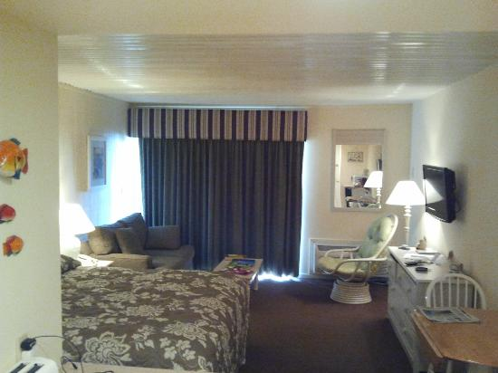 Oceanfront Litchfield Inn: king dunes room from entry room 202
