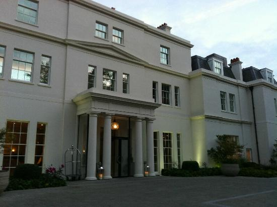 Coworth Park - Dorchester Collection: Front of the Manor House