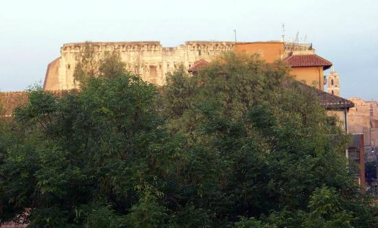 Aklesia Suite B&B - Colosseo: The view from our room!