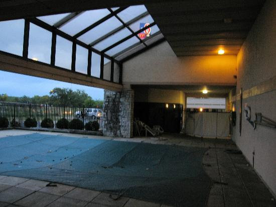 Motel 6 Dayton Englewood: Closed Pool