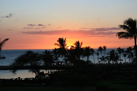 Waikoloa Beach Marriott Resort & Spa: sunset from the lobby