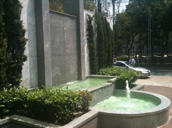 Sheraton Mexico City Maria Isabel Hotel: Outside 