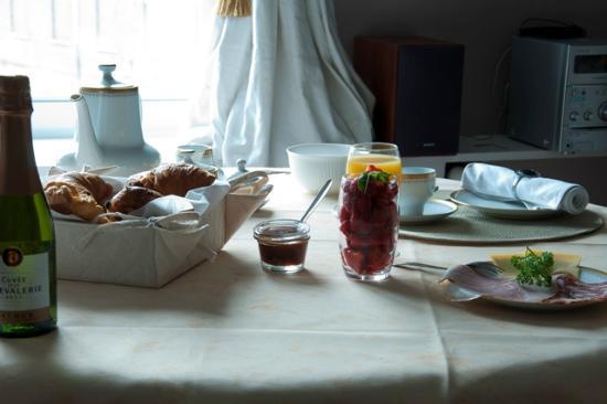 Cambiare: Lounge en ontbijtkamer