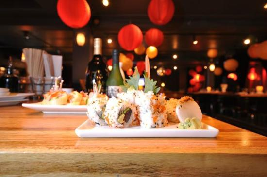The Lobar Restaurant and Lounge : MMMM Sushi