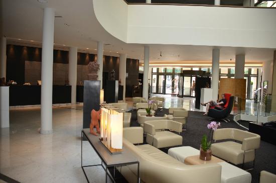 Sofitel Brussels Europe: Hotel Lobby