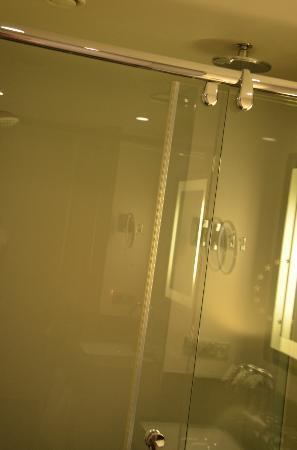 Sofitel Brussels Europe: shower