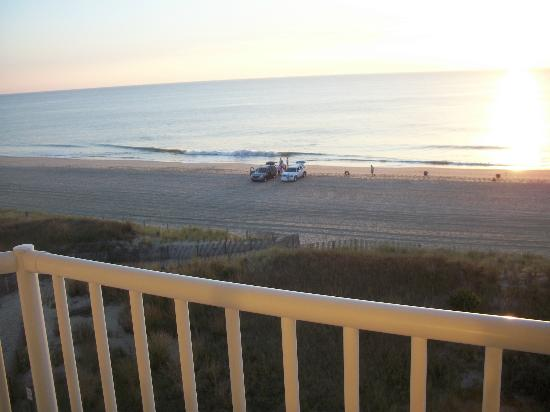Atlantic Oceanfront Inn: Picture taken from our room