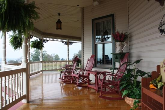 Hurst House Bed & Breakfast: The Back Patio